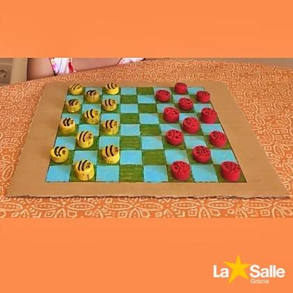 Jocs de taula amb materials reciclats
