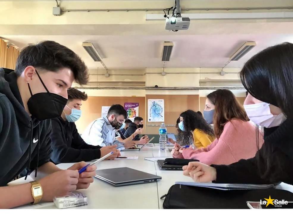 Els Cicles Formatius d'Empresa practiquen les capacitats comunicatives en entorns laborals