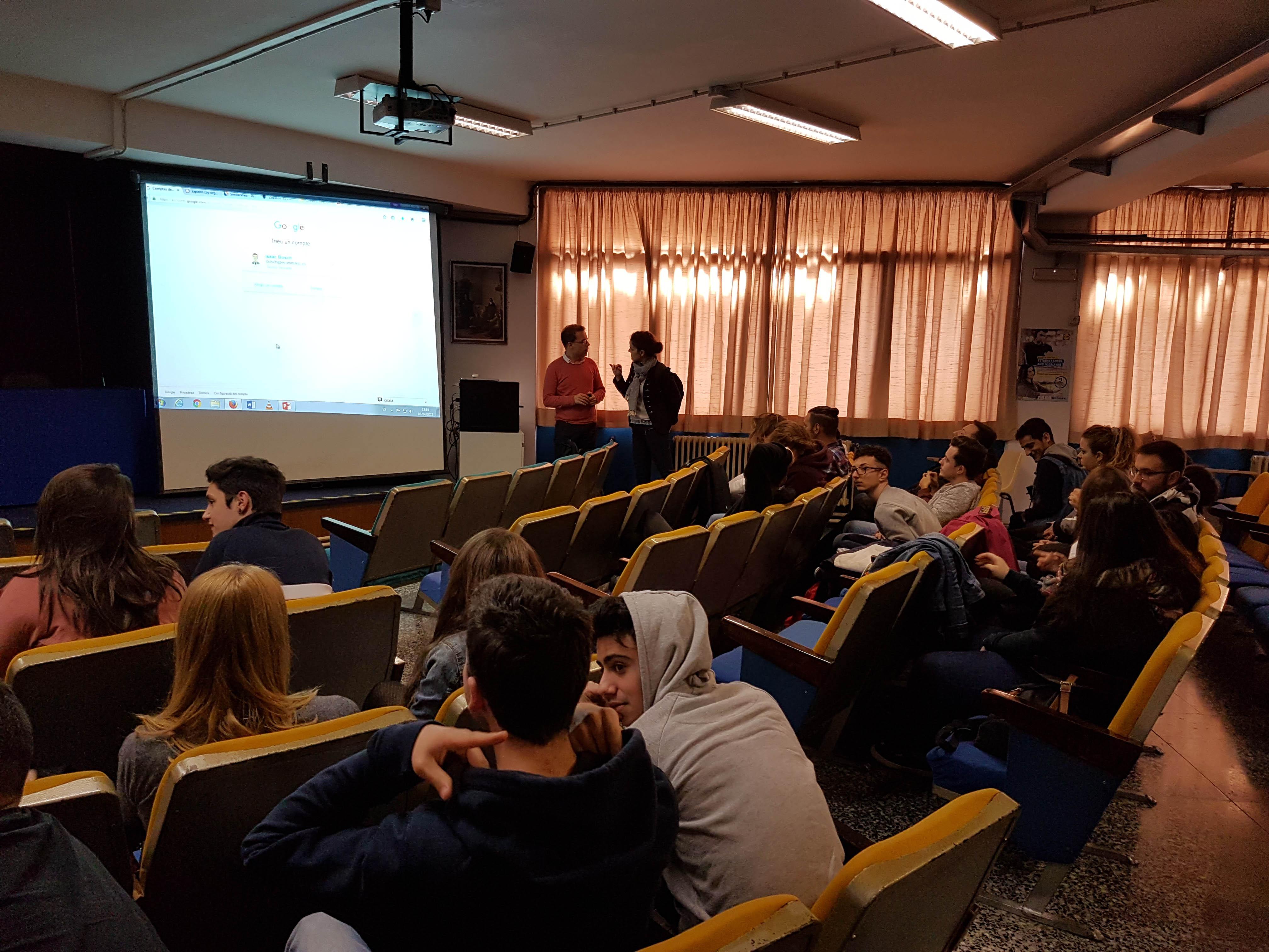 Els alumnes de cicles formatius de l'àrea empresarial analitzen l'eina líder en E-commerce
