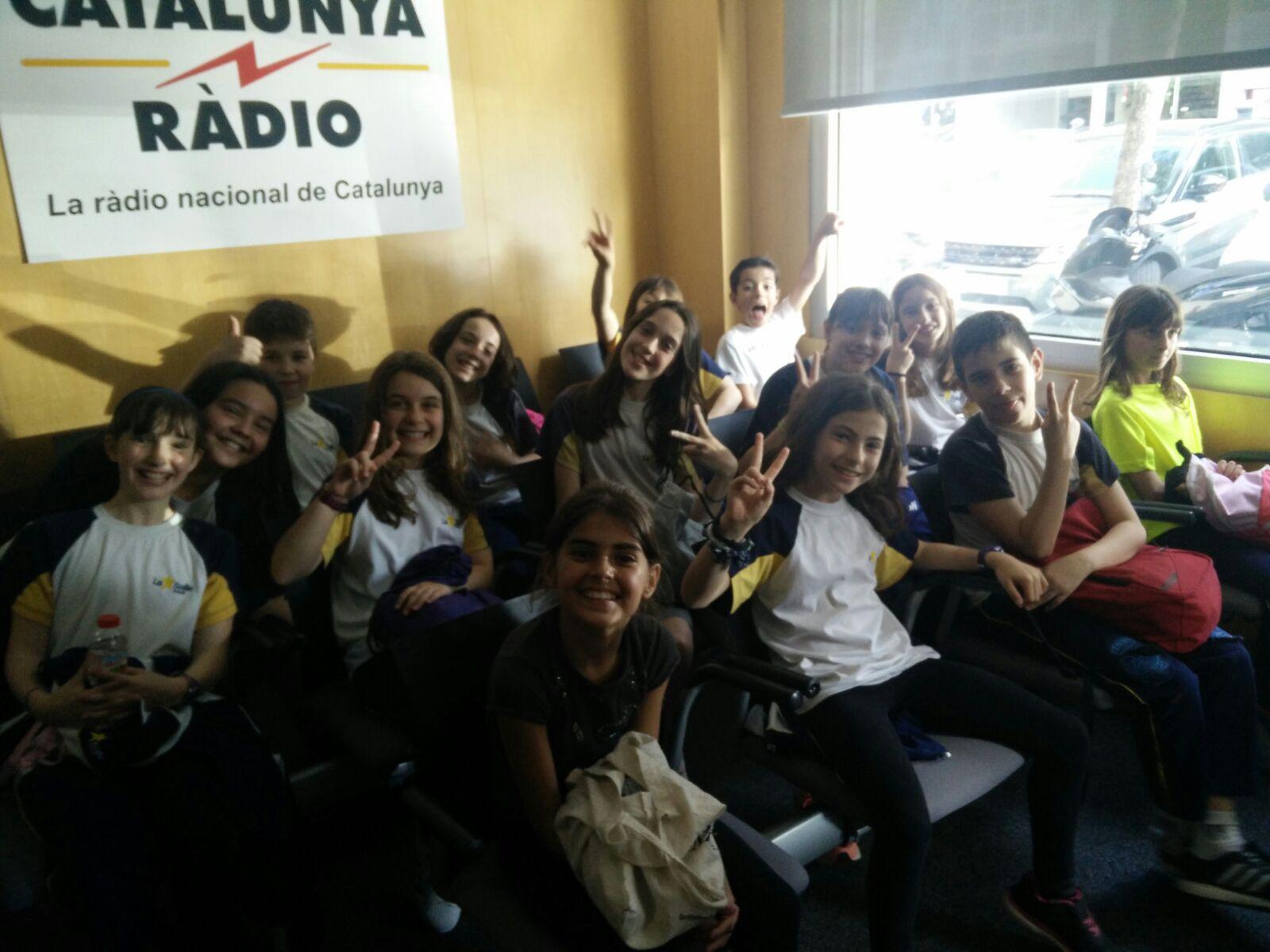 Els alumnes de 5è de Primària visiten els estudis de Catalunya Ràdio