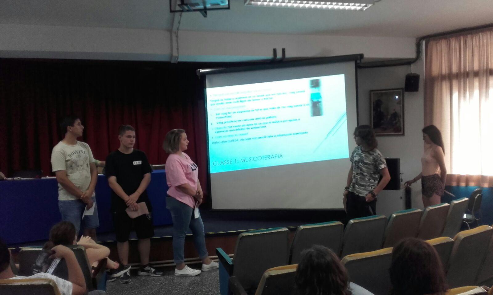 L'alumnat de 4t d'ESO presenta els projectes d'Aprenentatge Servei (APS)