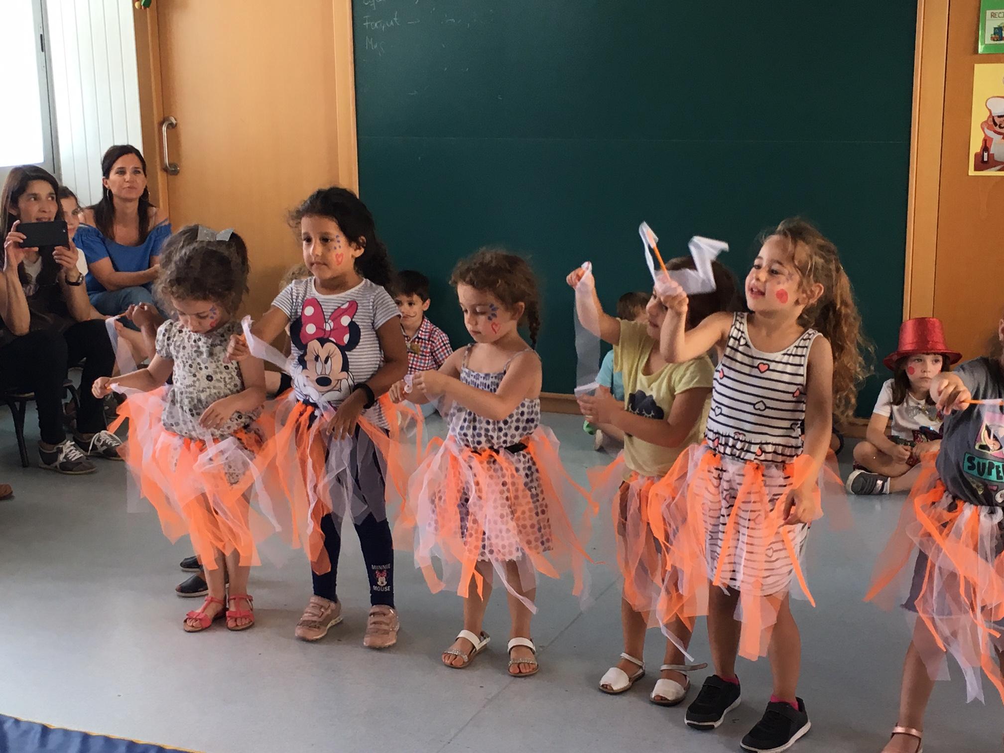Els infants de P3 celebren l'últim dia d'escola amb una tarda de circ a l'aula