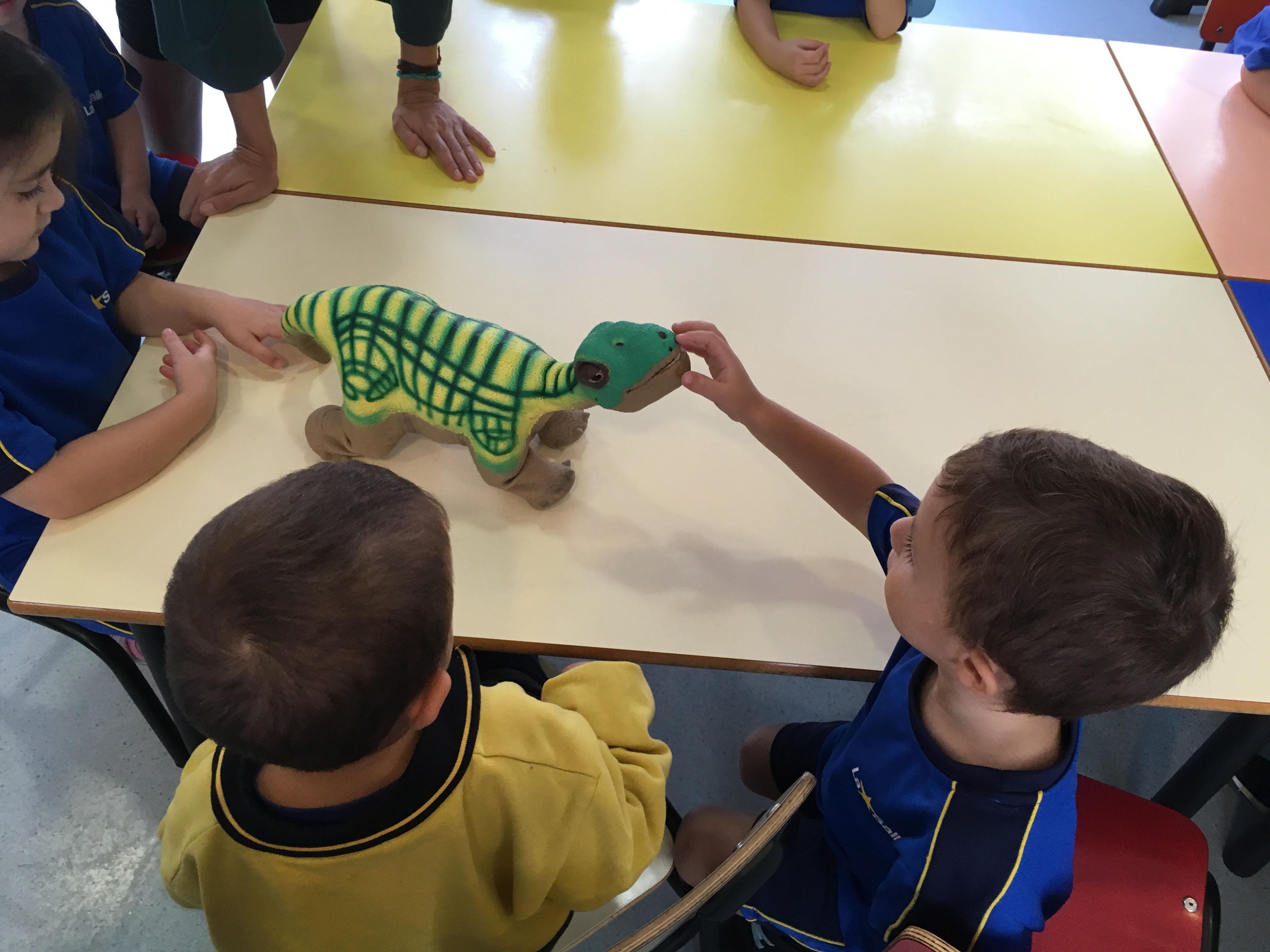 La robòtica educativa entra a les aules de P3 i P4