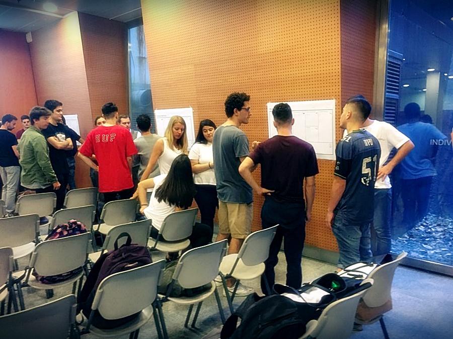 Els alumnes d'empresa visiten la Salle Technova.