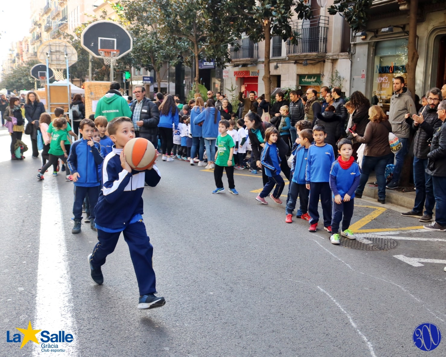 Bàsquet a la 6a festa Teixint Connexions