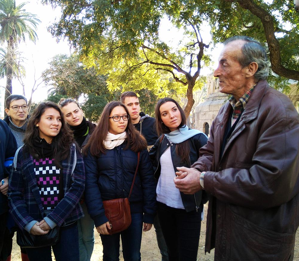 Els alumnes d'Integració Social redescobreixen Barcelona de la mà de persones sense llar