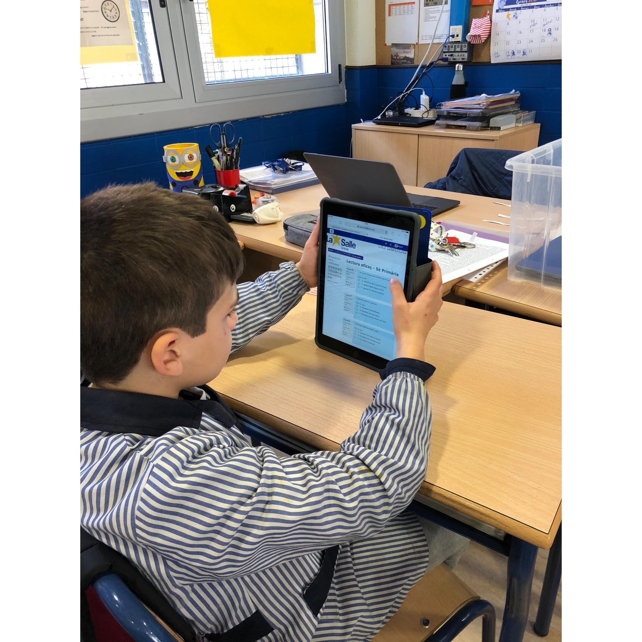 Treballant a classe amb iPad